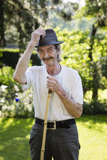 Portrait of senior man with hat and moustache standing in the garden - FX000050
