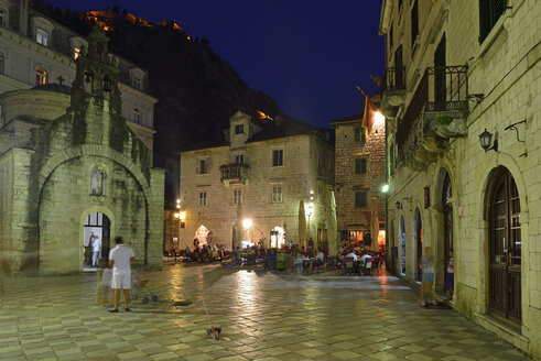 Montenegro, Crna Gora, Square in the historic oldtown of Kotor - ES001304