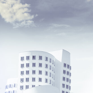 Germany, Duesseldorf,  Gehry buildings at Media harbour - DWI000139