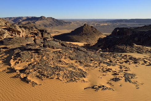 Africa, Algeria, Sahara, Tassili N'Ajjer National Park, Western escarpment of Tadrart plateau - ES001316