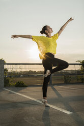 Young ballet dancer exercising on a parking level - UUF001646