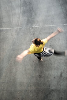 Young ballet dancer exercising on a parking level - UUF001648