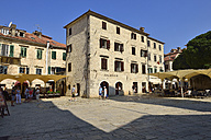 Montenegro, Crna Gora, City square in old town of Kotor - ES001321