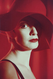 Portrait of woman with red hat in front of red background - VE000011