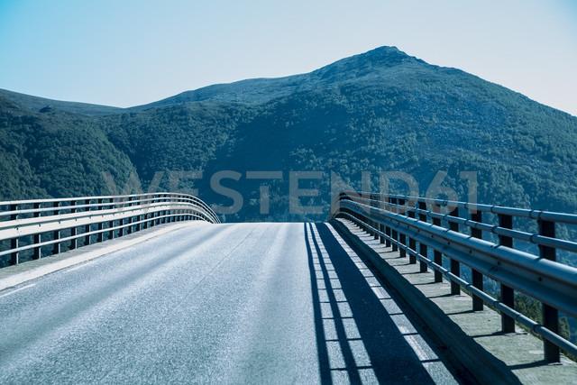 Norway, Island Runde, bridge and mountain - NGF000208 - Nadine Ginzel/Westend61