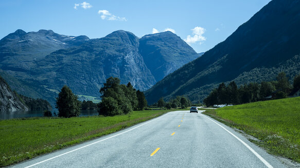 Norway, Alesund, landscape with rural road - NG000215