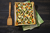 Puff pastry tart with mincemeat, broccoli, carrot and zucchini - MAEF008956