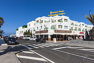 Spain, Canary Islands, Lanzarote, Shopping Center at Costa Teguise - AM002678