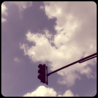 Traffic light and clouds - SHIF000048