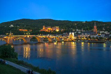 Germany, Baden-Wuerttemberg, Heidelberg, View to Old town, Old bridge and Heidelberg Castle in the evening - PUF000011