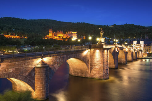 Germany, Baden-Wuerttemberg, Heidelberg, View to Old town, Old bridge and Heidelberg Castle in the evening - PUF000015