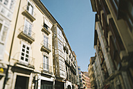 Spain, Burgos, view to row of houses in a street - JP000011