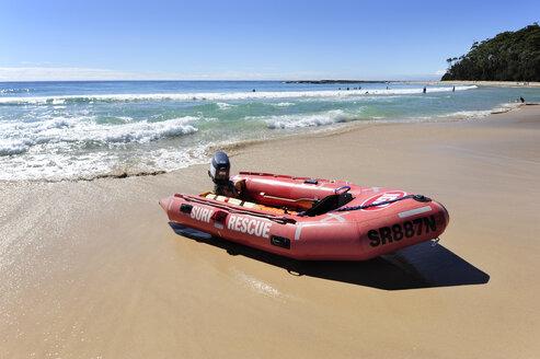 Australia, New South Wales, Mollymook, dinghy on the beach - MIZ000533