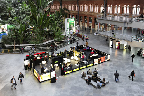Spain, Madrid, Atocha Railway Station, tropical garden in waiting hall - MIZ000583