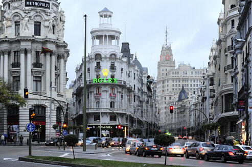 Spain, Madrid, historic city center, Calle de Alcala with a view towards Gran Via - MIZ000585