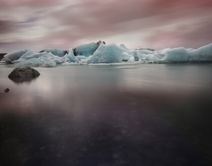 Iceland, South of Iceland, Ice at the glacier lake of Jokurlsarlon in the evening - MKFF000079