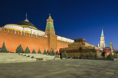 Russia, Central Russia, Moscow, Red Square, Saint Basil's Cathedral, Kremlin Wall, Kremlin Senate, Senate Tower, Spasskaya Tower and Lenin's Mausoleum in the evening - FOF006828