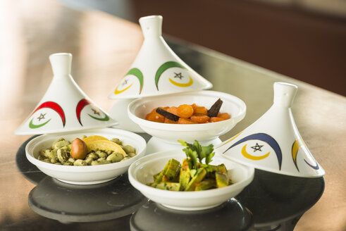 Three bowls of different moroccan starters - KM001400