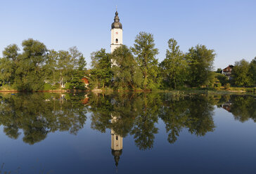 Germany, Bavaria, Prutting with pond - SIEF005837