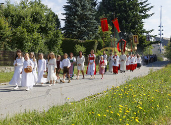 Germany, Bavaria, Babensham, Corpus Christi procession - SIE005844