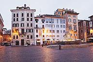 Italy, Lazio, Rome, Piazza della Rotonda and fountain in the evening - GW003104