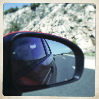 View in wing mirror - DISF000956