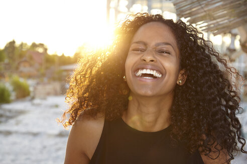 Portrait of laughing woman in backlight - KD000502