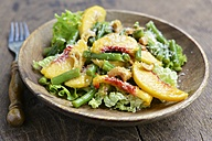 Green bean salad with peaches, nuts and coconut - HAWF000459