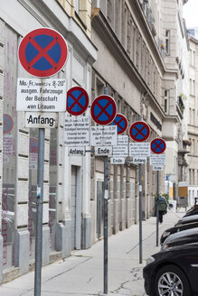 Austria, Vienna, row of no stopping signs in front of an embassy - EJW000519
