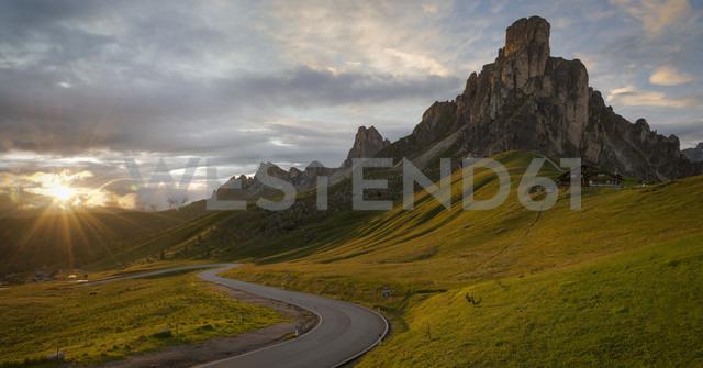 Italy, Veneto, Province of Belluno, Giau Pass, Monte Nuvolau at sunrise - MKFF000118 - Markus Kapferer/Westend61