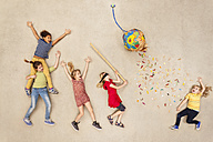 Children hitting ballon with candies at party - BAEF000997