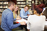 Group of students learning in a library - ZEF000136