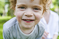 Portrait of smiling little boy - TCF004255