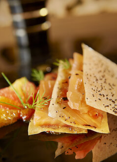 Salmon fillet in slices of filo pastry with rosted sesame - KMF001407