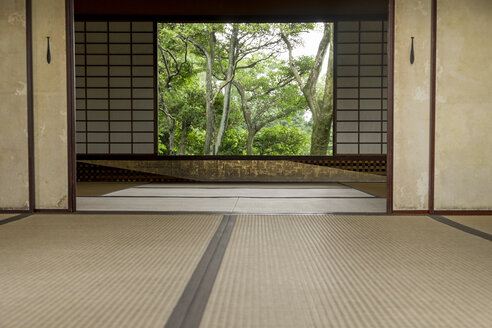 Japan, Kyoto, Katsura Imperial villa, Interior with view on garden - HL000718