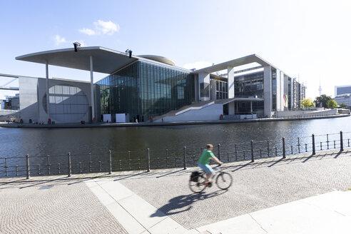 Germany, Berlin, view to Marie-Elisabeth-Lueders-Building - HCF000061