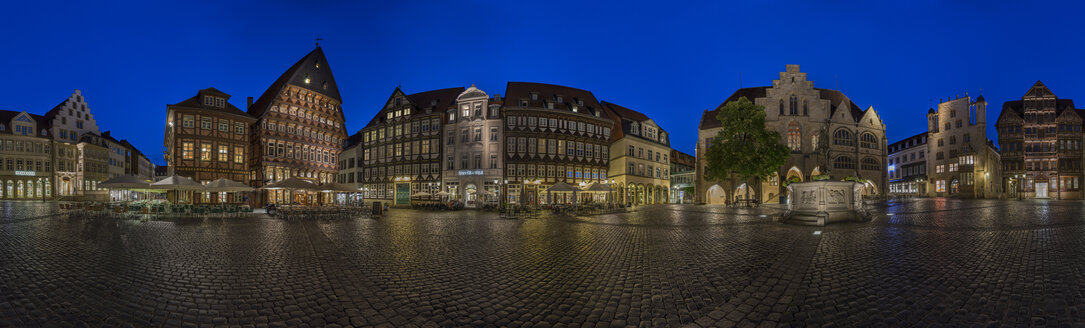 Germany, Bavaria, Hildesheim, Market place in the evening - PVCF000106