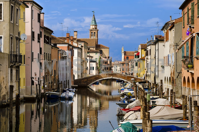 Italy, Province of Venice, Chioggia, houses at channel - APF000006