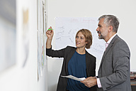 Woman explaning conception in an office - RBF001869