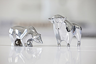 Bull and bear figurines on a desk - RBF001833