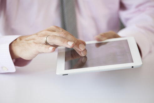 Man's hand on a tablet computer - RBF001876