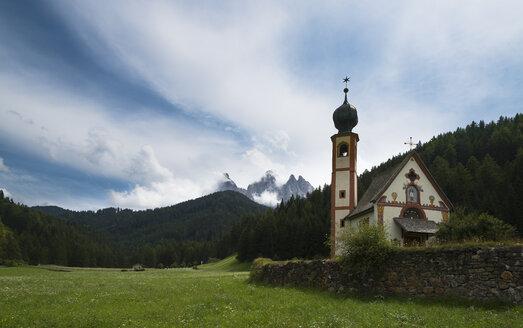 Italy, Trentino-Alto Adige, Villnoess, view to St Johann's chapel - MKF000123
