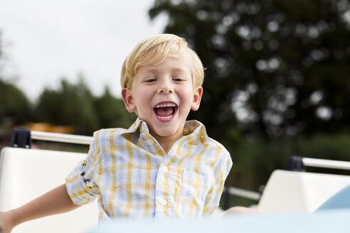 Portrait of laughing little boy - DAWF000130