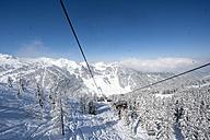 Austria, Salzburg State, Altenmarkt-Zauchensee, chair lift in alpine landscape - HH004915
