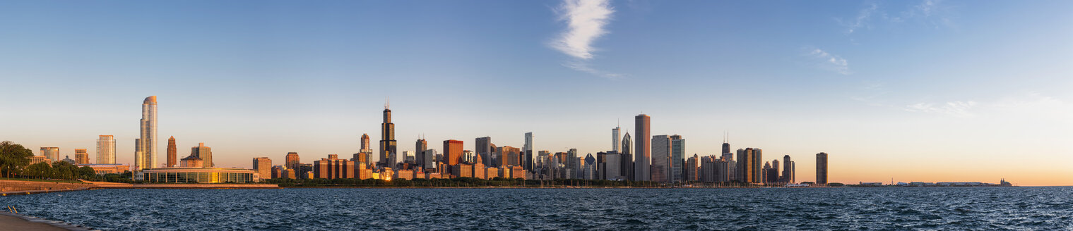 USA, Illinois, Chicago, skyline with Lake Michigan at dawn - FO006877