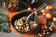Crispy granola with oats, pumpkin seed and almond slivers - EVGF000895