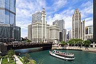 USA, Illinois, Chicago, Tourboat on Chicago River - FO006968