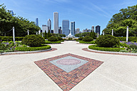 USA, Illinois, Chicago, Millennium Park with Buckingham Fountain - FOF007083