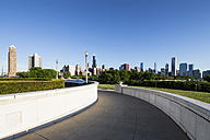 USA, Illinois, Chicago, Millennium Park and skyline - FOF007090