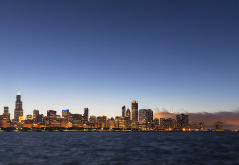 USA, Illinois, Chicago, Skyline, Willis Tower and Lake Michigan in the evening light - FOF007229